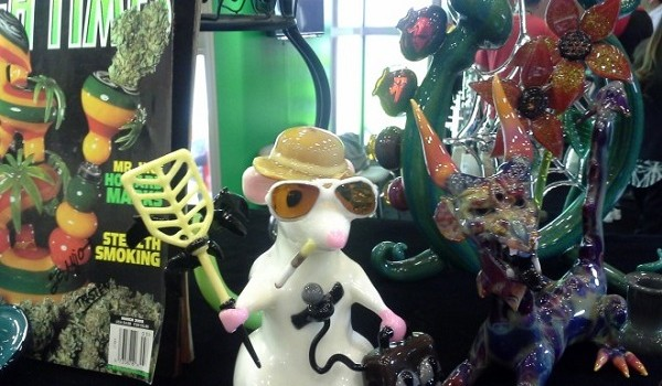 High-Times-Gonzo-Glass-Art-Cannabis-MJBizDaily-Las-Vegas-Rio-2015-660x495